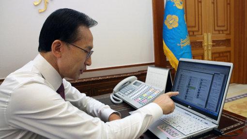President Lee votes for Jeju Island