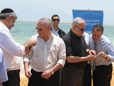 Israeli Prime Minister Netanyahu voting for the Dead Sea