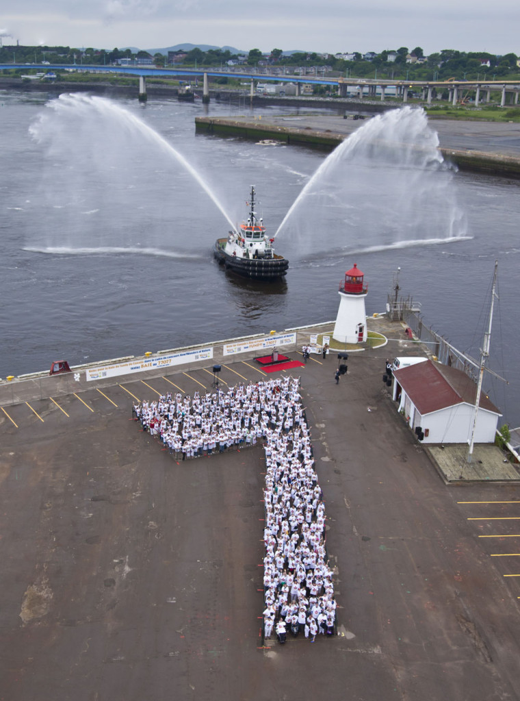 777 people form a giant 7 for the Bay of Fundy