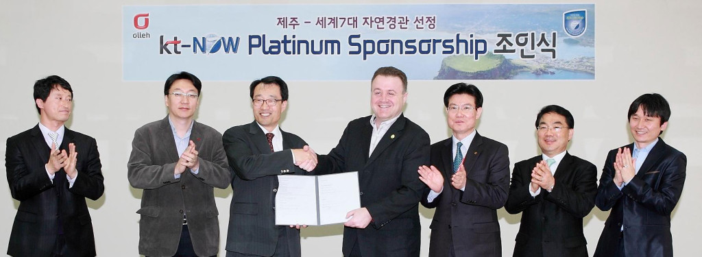 The signing ceremony between New7Wonders and Korea Telecom, in Seoul, in the presence of Dr. Hansuk Kim, Mr. Wang-Kyui Kang and other senior executives of Korea Telecom, and Jean-Paul de la Fuente of New7Wonders.