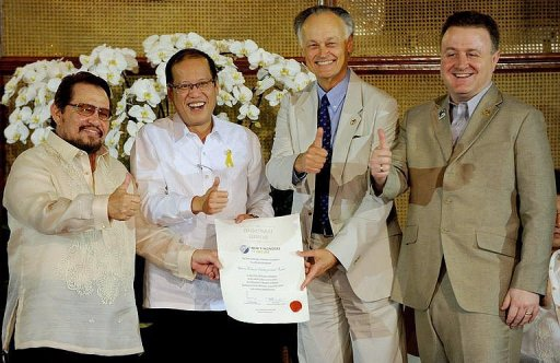 (L-R) Puerto Princesa City Mayor Edward Hegedorn, Philippine President Benigno Aquino, New 7 Wonders President Bernard Weber, and Jean-Paul De La Fuente at the Malacañang Palace in Manila.