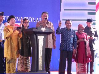 President Susilo Bambang Yudhoyono voting for Komodo