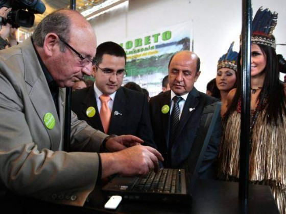 Sergio Markarian, coach of the Peruvian football team, votes for the Amazon.