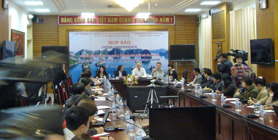 Bernard Weber, center, at press conference in Hanoi today announcing that the New7Wonders of Nature  Inauguration events will take place  on 27 April in Hanoi and 1 May in Halong Bay