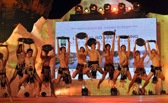 The audience was treated to a superb show that interpreted the culture of Vietnam in song and dance