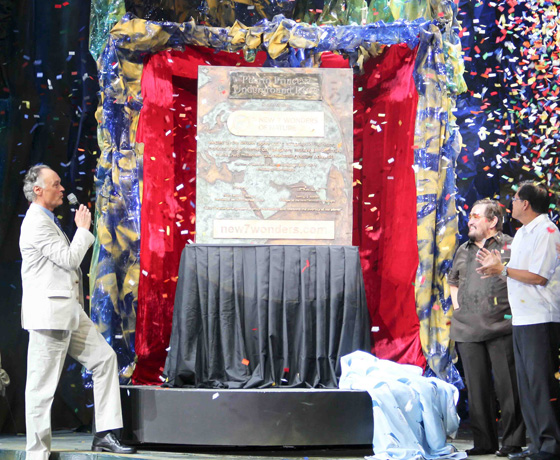 Watched by Puerto Princesa Mayor Edward Hagedorn and President Benigno Aquino III (right), Bernard Weber, Founder-President of New7Wonders (left), unveils a commemorative plaque in Manila recognizing Puerto Princesa Underground River as one of the New7Wonders of Nature