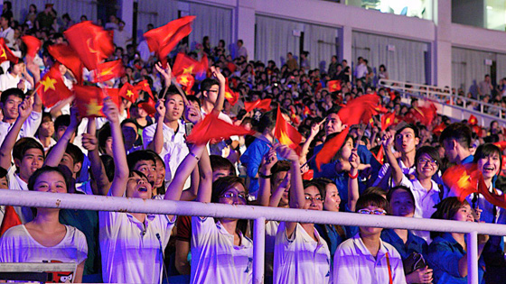 Spectators in My Dinh National Stadium, Hanoi, cheer the unveiling of the plaque recognizing Halong Bay as one of the New7Wonders of Nature.