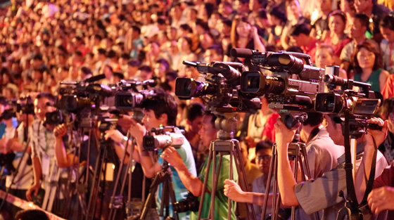 The plaque commemorating Halong Bay as one of the New7Wonders of Nature was the subject of intense media attention.