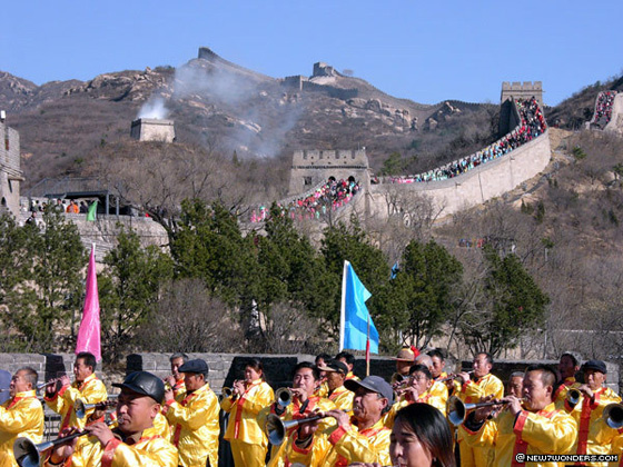 The New7Wonders team was greeted with great fanfare and by enthusiastic crowds during the 2006 visit to the Great Wall of China.