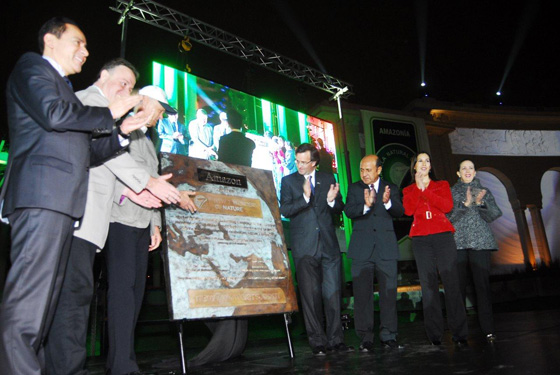 The unveiling of the specially-commissioned bronze plaque listing the Amazon as one of the New7Wonders of Nature took place at the Circuito Mágico del Agua in Lima.
