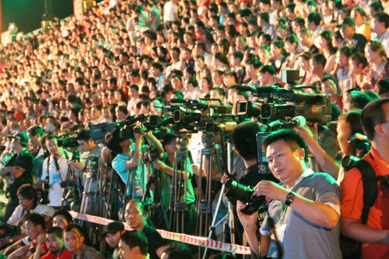 Huge crowds gathered in Halong City, the capital city of Quang Ninh province, to take part in the celebrations marking the listing of the local bay as one of the New7Wonders of Nature.