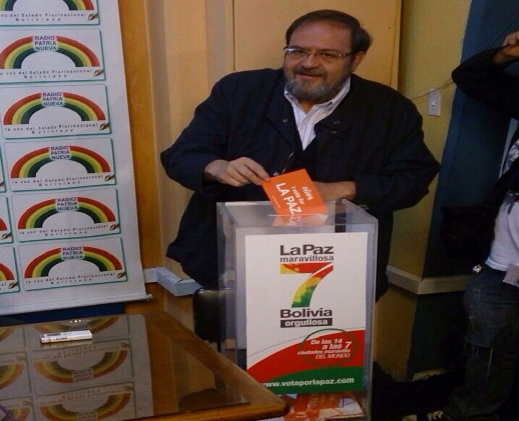 Roberto Ivan Aguilar Gómez, Bolivian Minister of Education, adds his vote to the campaign.