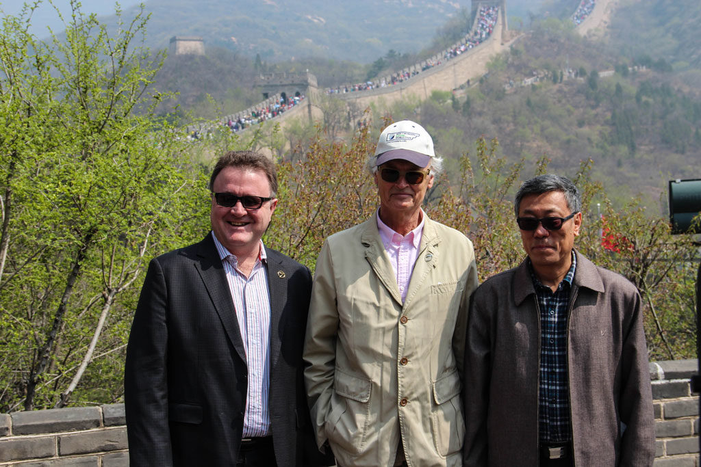 New7Wonders Founder-President Bernard Weber (centre), New7Wonders Director Jean-Paul de la Fuente (left) and the Chairman of the China Great Wall Society Dong Yaohui (right) at the Great Wall in 2014.