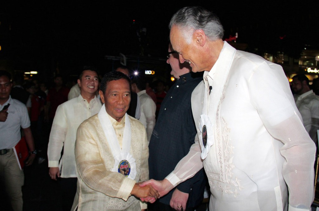 The Vice-President of the Philippines, Jejomar Binay (left), with the Founder-President of New7Wonders, Bernard Weber (right), at the Official New7Wonders Cities Inauguration ceremonies for Vigan.