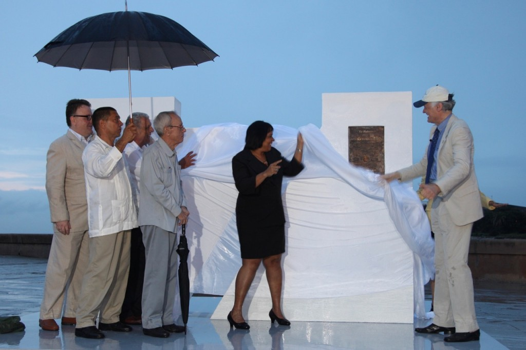 Founder-President of New7Wonders Bernard Weber (right), unveiling the New7Wonders CityMark icon monument at the Esplanada de la Punta in Havana